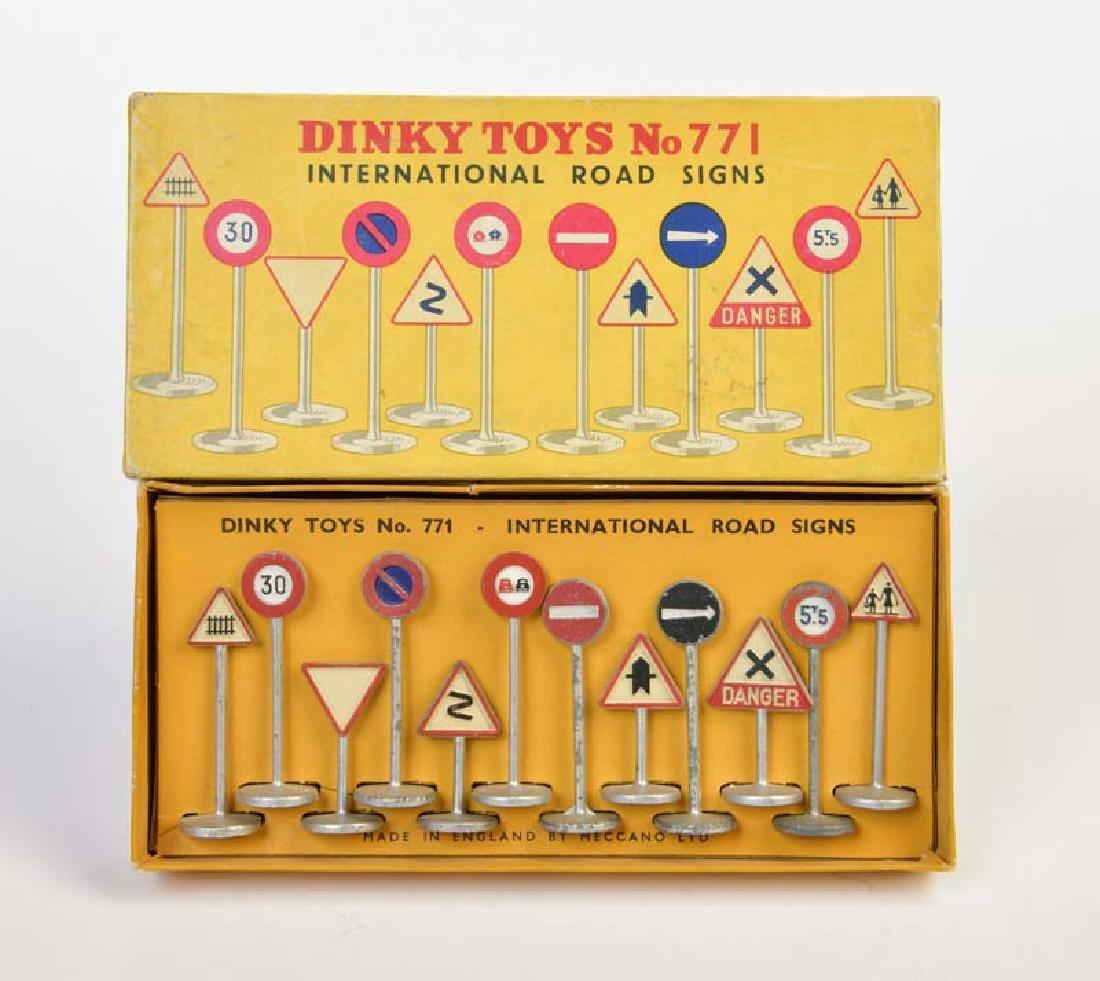 Dinky Toys, Internationale Verkehrsschilder 771