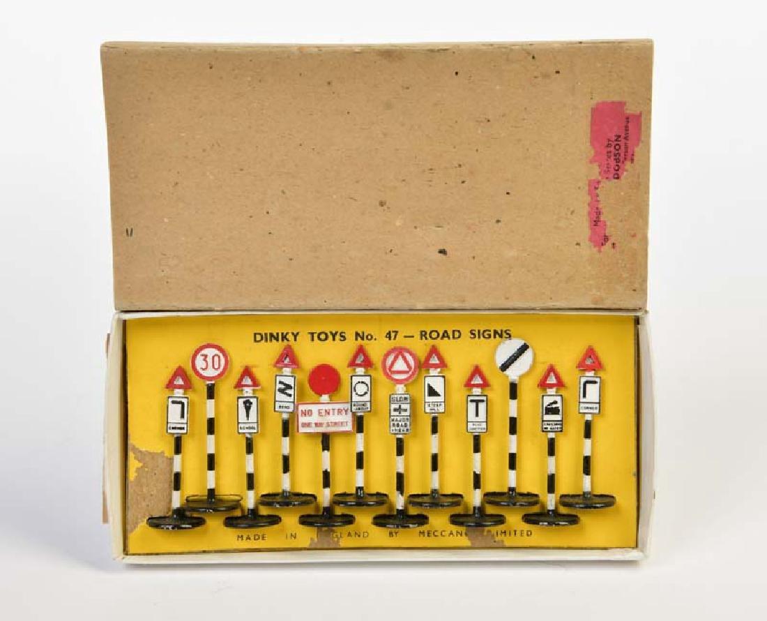 Dinky Toys, Fruehe Strassenschilder, 47