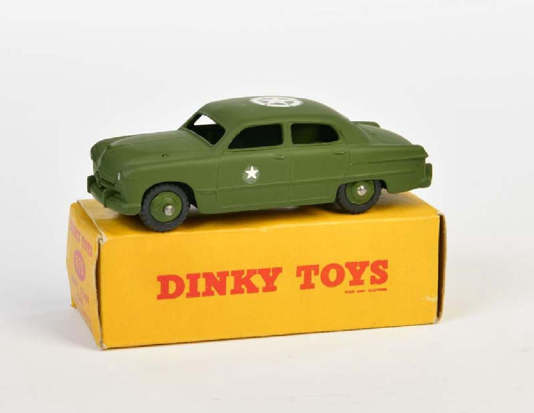 Dinky Toys, Ford Sedan Army Staff 675