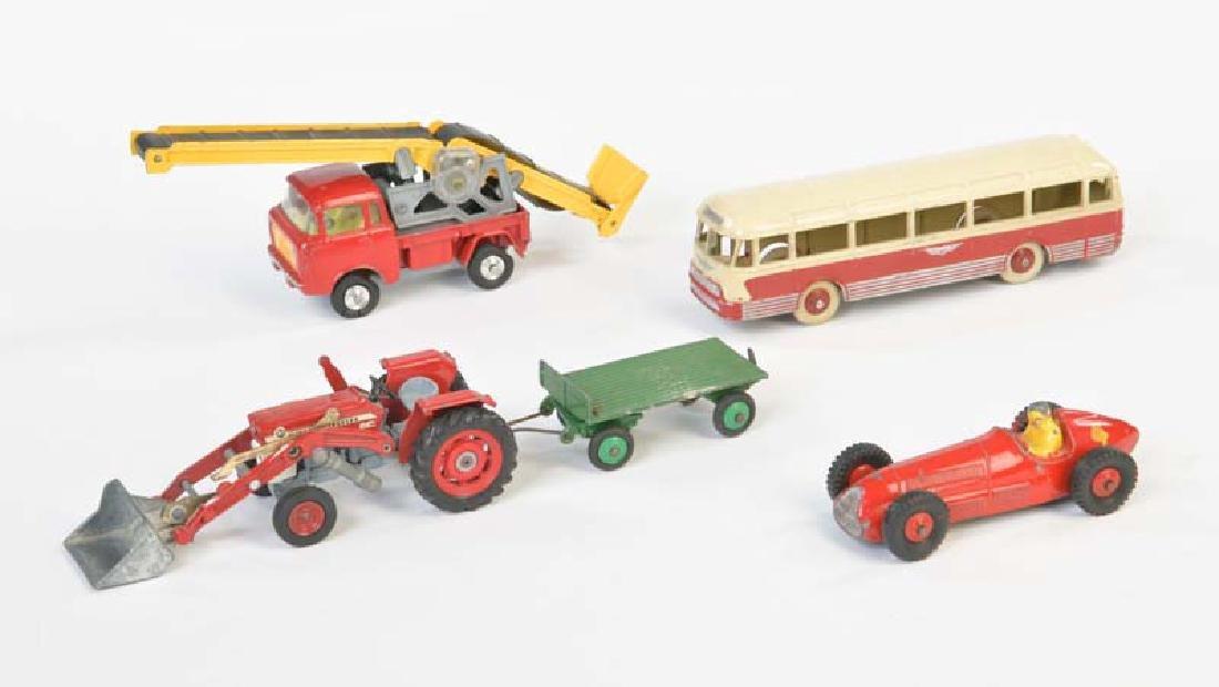 Dinky Toys, Corgi: Pariser Bus, Traktor u.a.