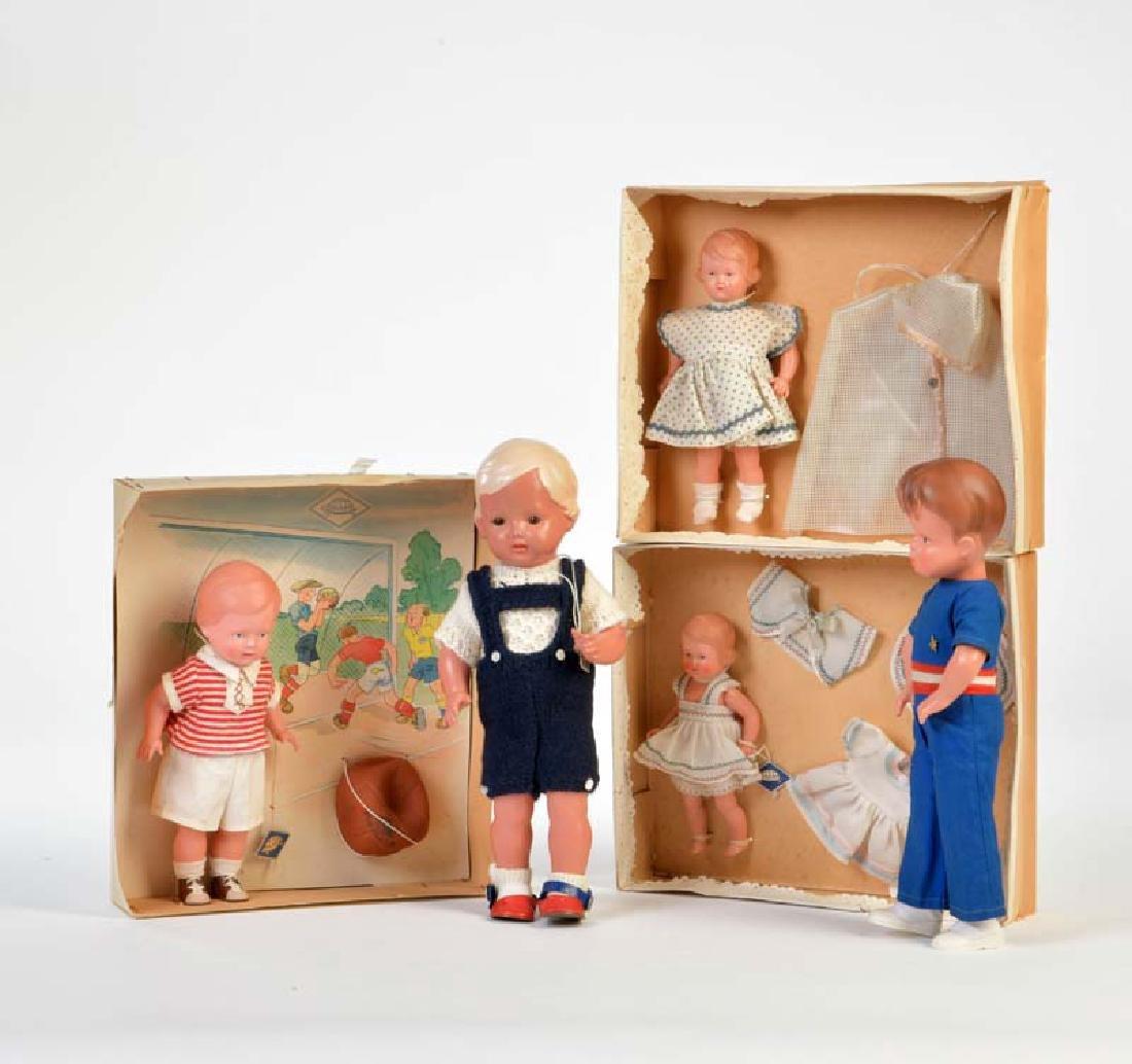 Schildkroet, 3 Packungen Celluloid Puppen + 2 Puppen
