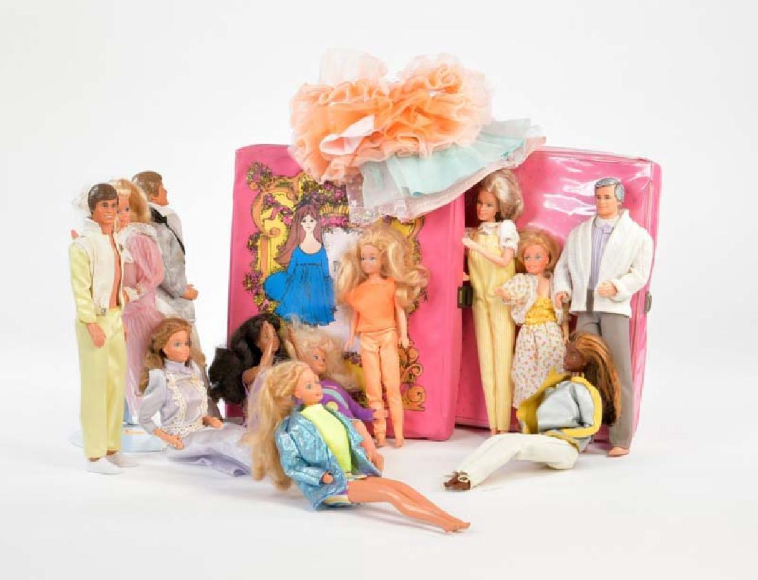 Mattel u.a., Konvolut Barbies + Zubehoer