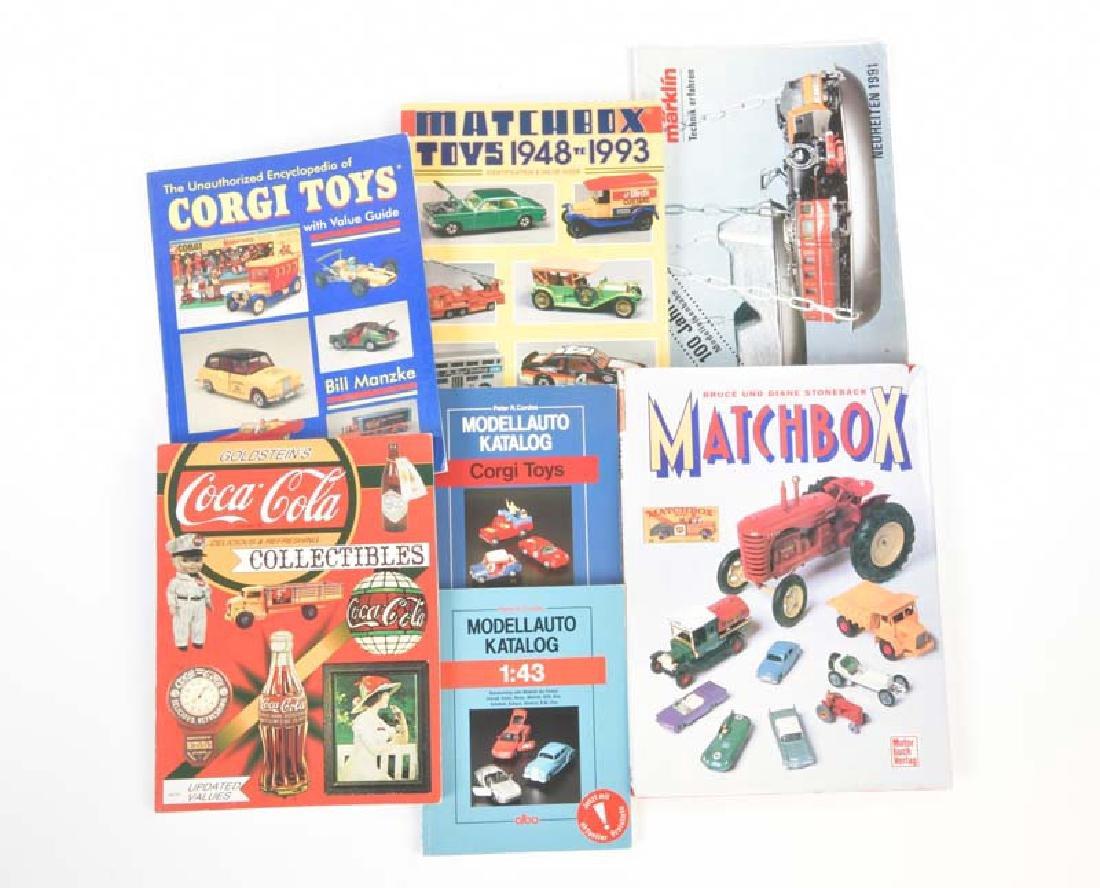 Corgi, Matchbox u.a., Diverse Sammlerbuecher + Kataloge