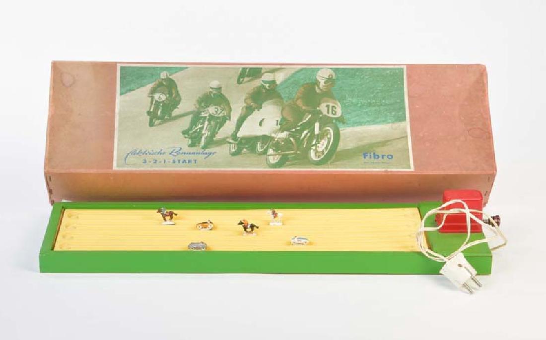 Fibro, Rennbahn mit 3 Rennwagen + 3 Pferden