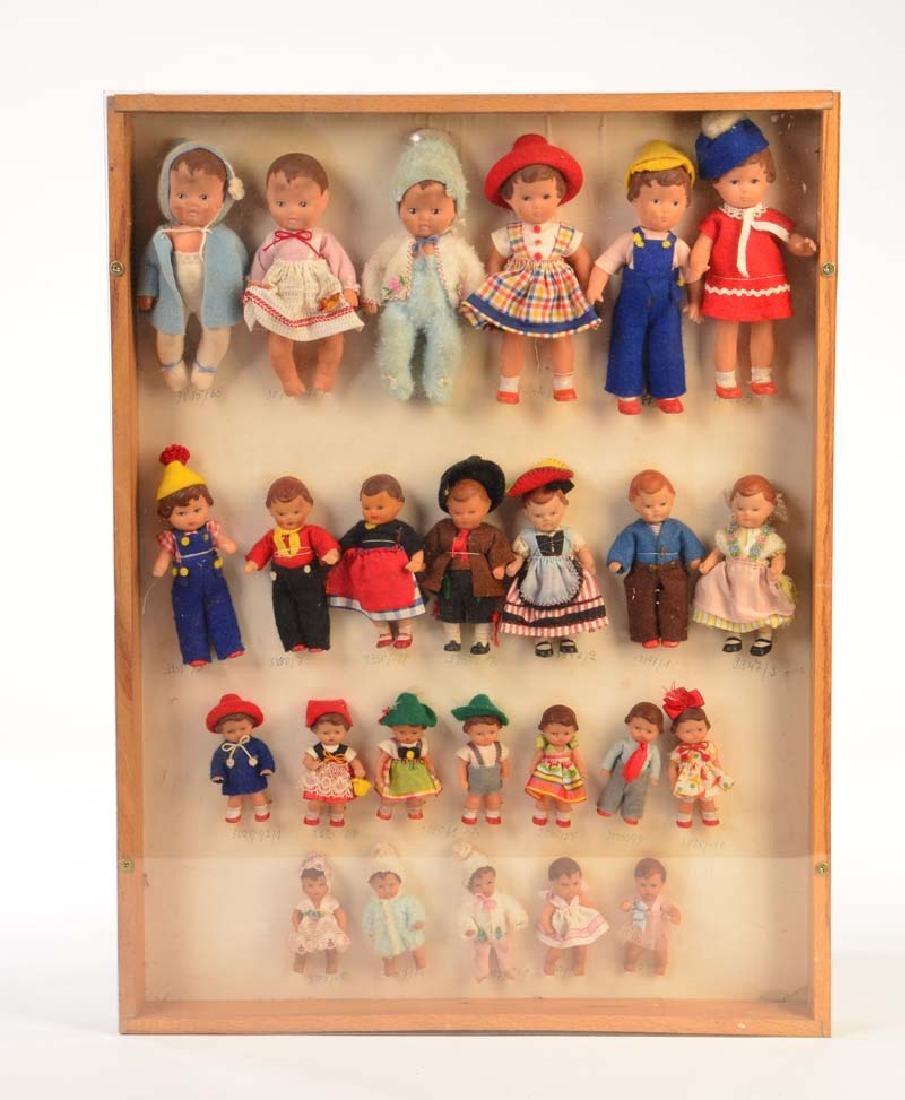 Musterset mit 25 Puppen