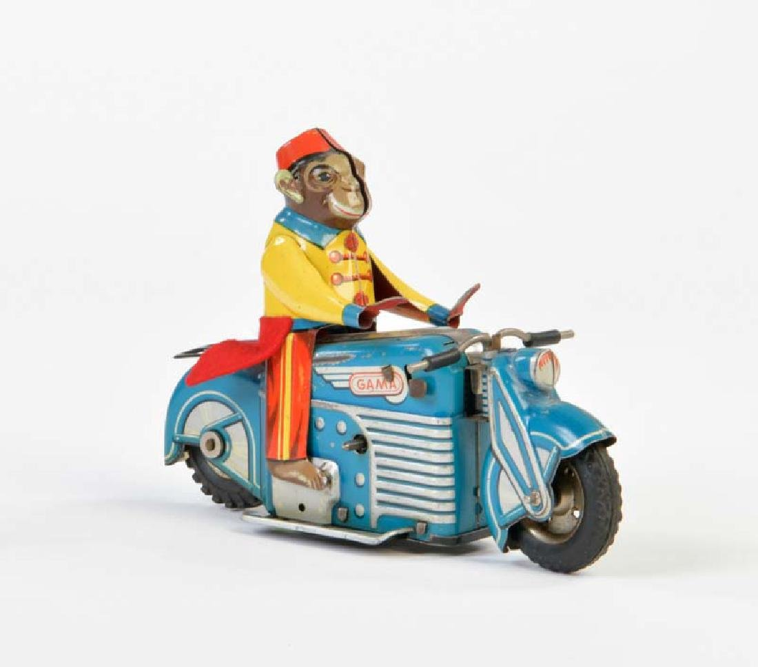 Gama, Affe auf Motorrad