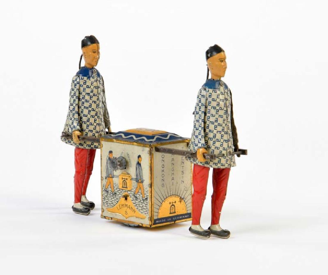 Lehmann, 2 Chinesen mit Teekiste