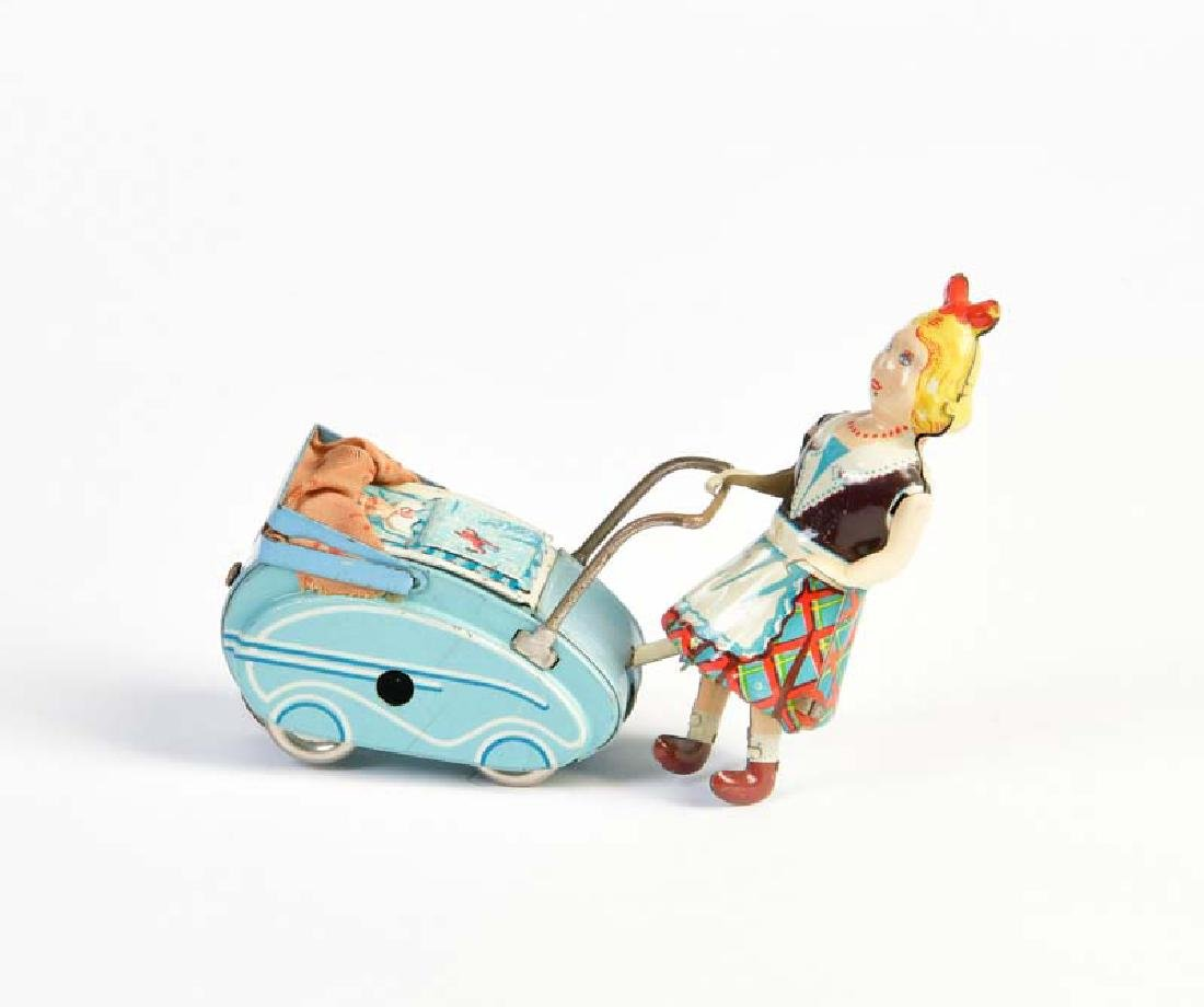 Goeso, Frau mit Kinderwagen
