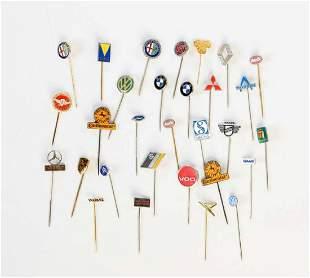 30 Pins (meist Automobilfirmen)