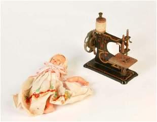 Naehmaschine + Puppe