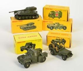 Dinky Toys, 5 Militaerfahrzeuge