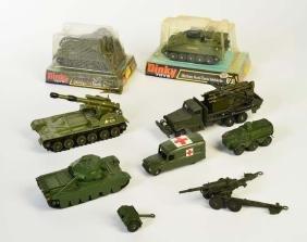 Dinky Toys, 2x Militaerspielzeug