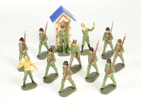 Elastolin, 12 Militaerfiguren + Wachhaus