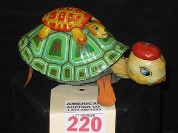 220: Vintage Tin-Litho Wind-up Toy