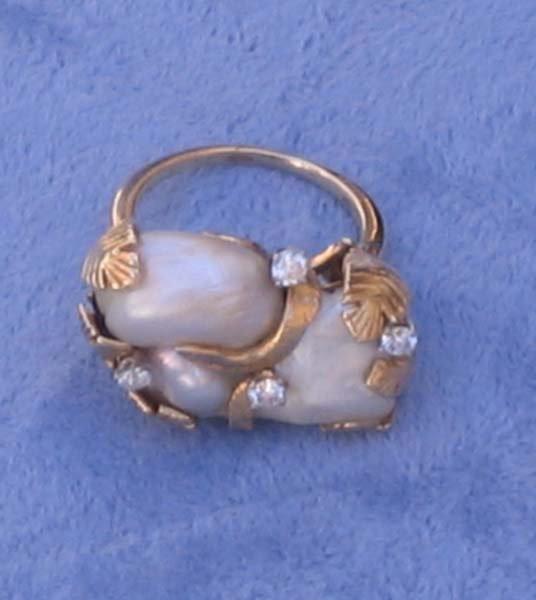166: 18k Gold Pearl Diamond Ring