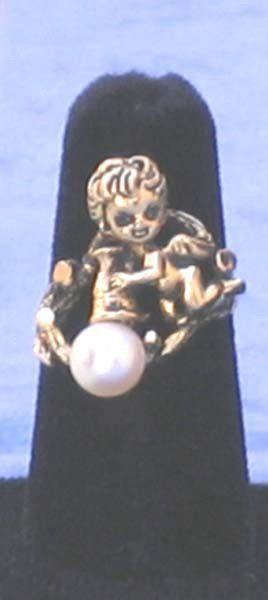 Vintage Pearl 14k Gold Cherub Ring