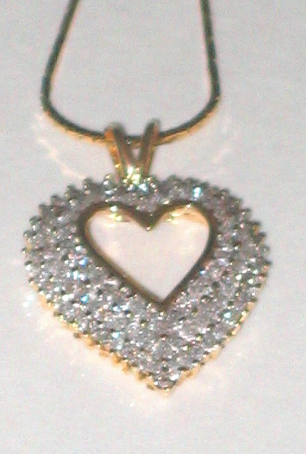625: 14k gold diamond pendant jewelry