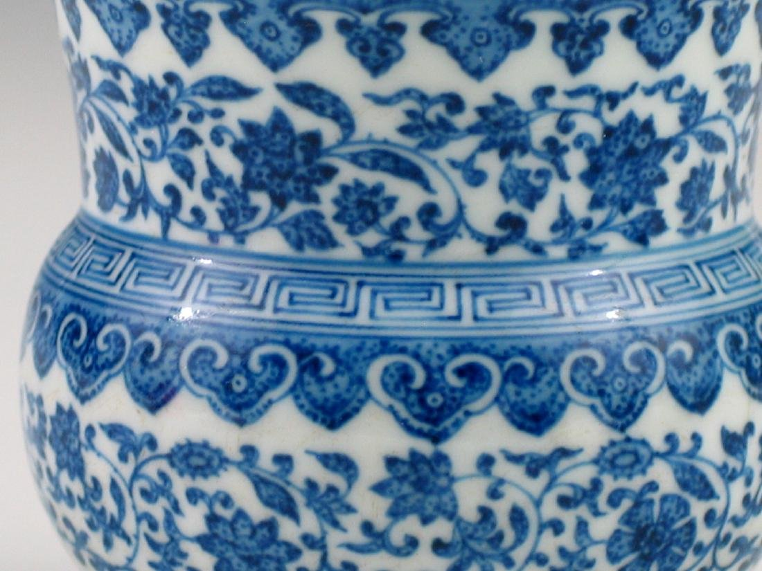 Chinese blue and white porcelain vase, Daoguang mark. - 2