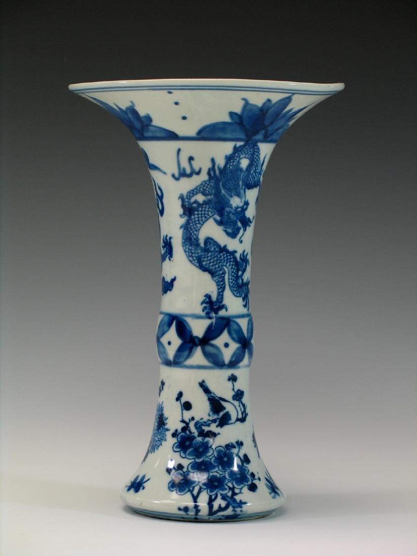Chinese blue and white porcelain vase, Ming mark. - 2