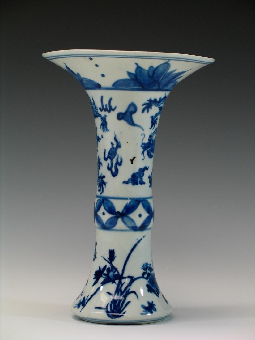 Chinese blue and white porcelain vase, Ming mark. - 3