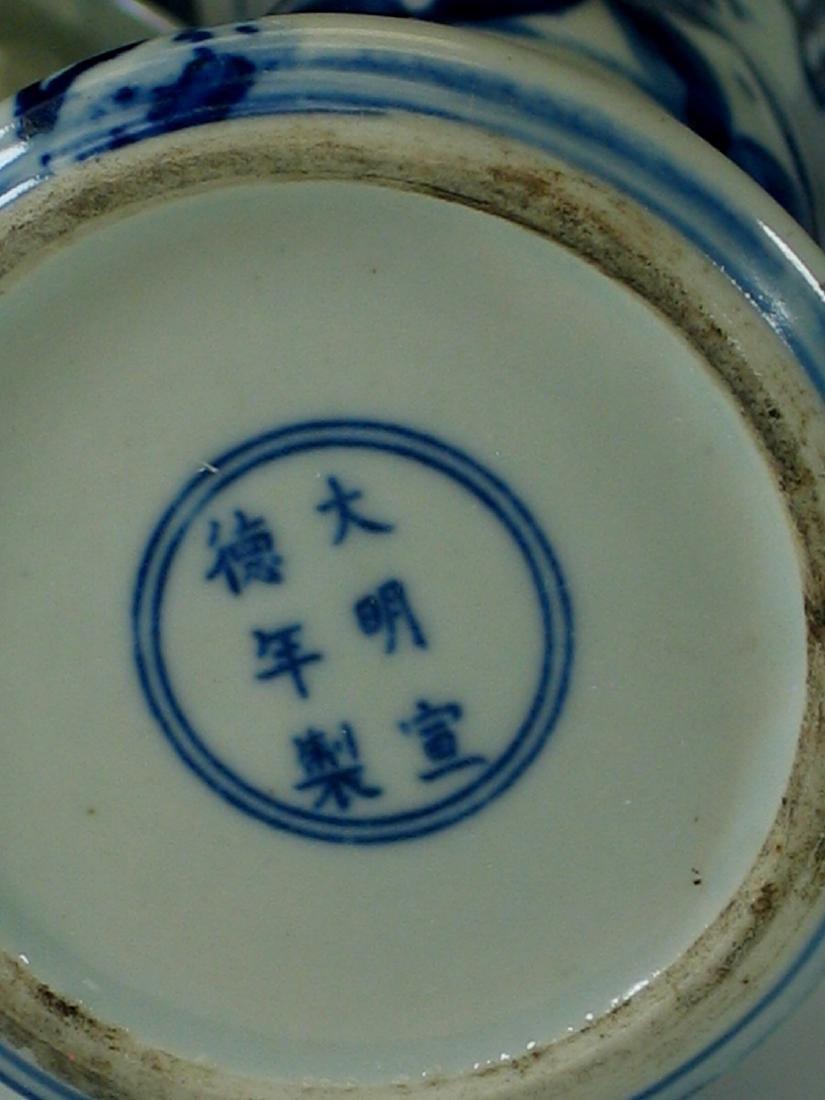 Chinese blue and white porcelain vase, Ming mark. - 8
