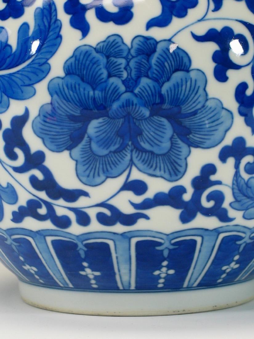 Chinese blue and white porcelain vase. - 3