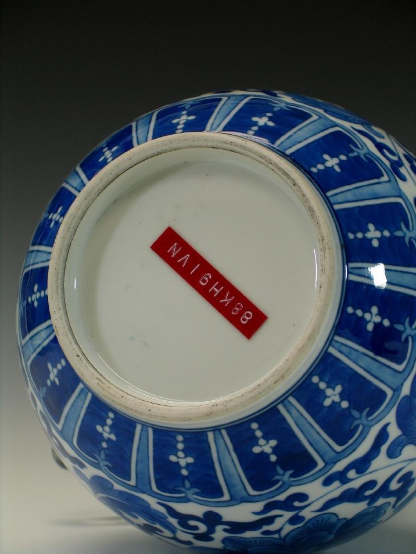 Chinese blue and white porcelain vase. - 5