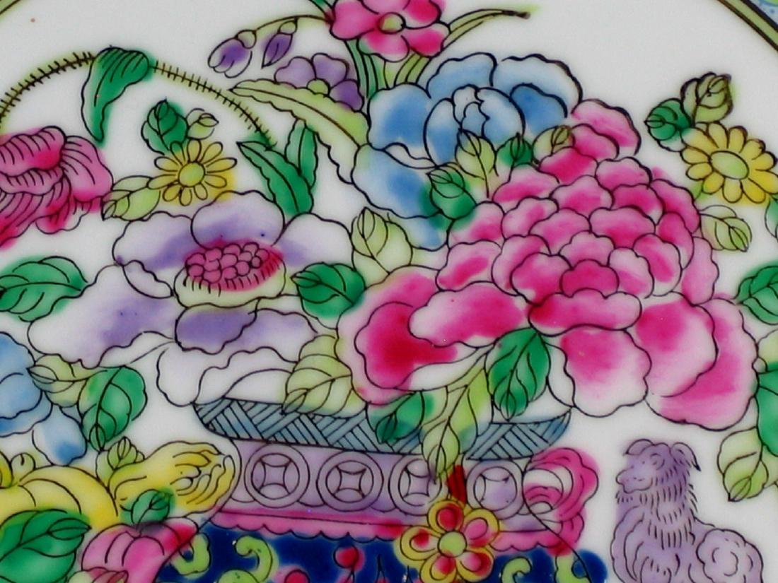 Chinese famille rose porcelain plate, Qianlong mark. - 2