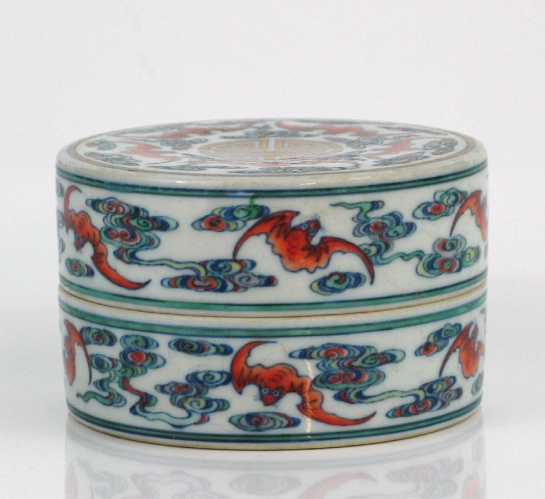 Chinese Docai porcelain box, Qianlong mark.