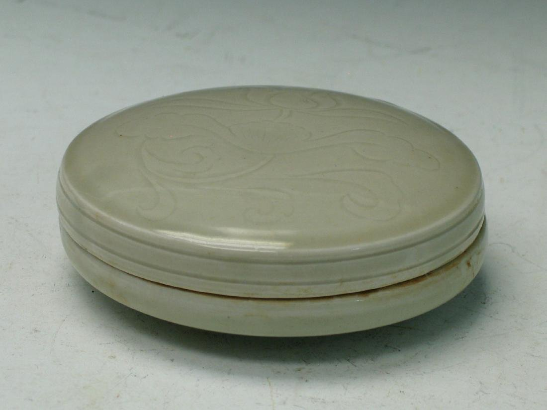Chinese celadon porcelain box.