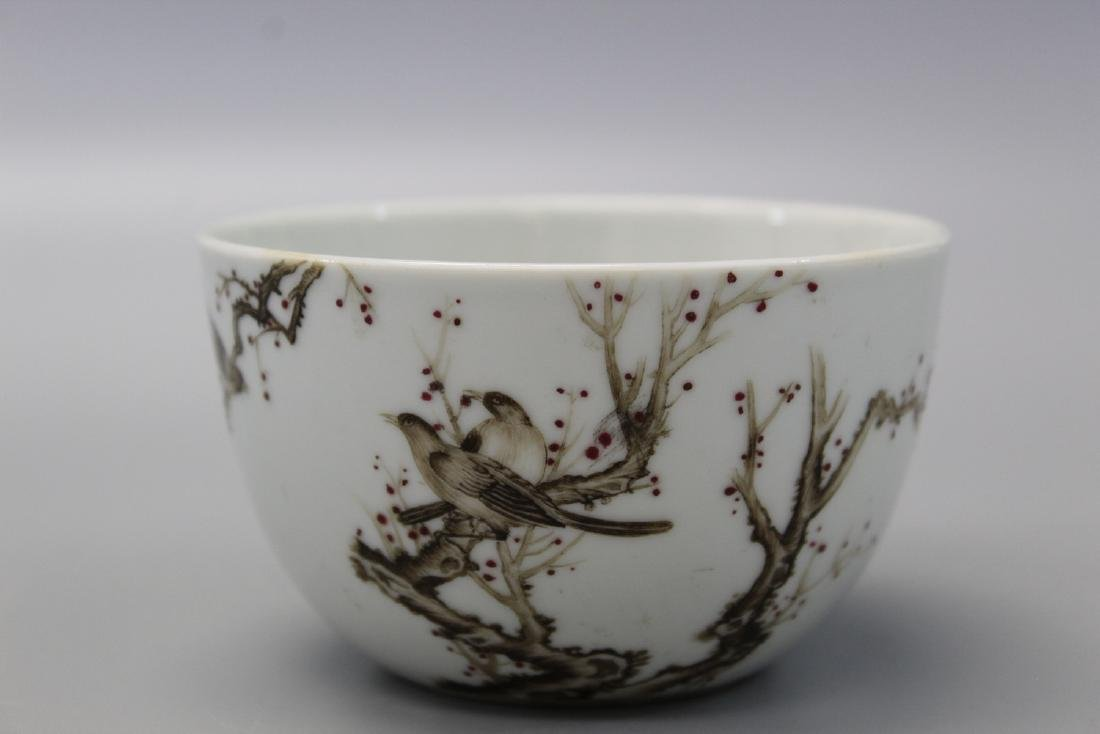 Chinese grisaille porcelain cup, Qianlong mark.