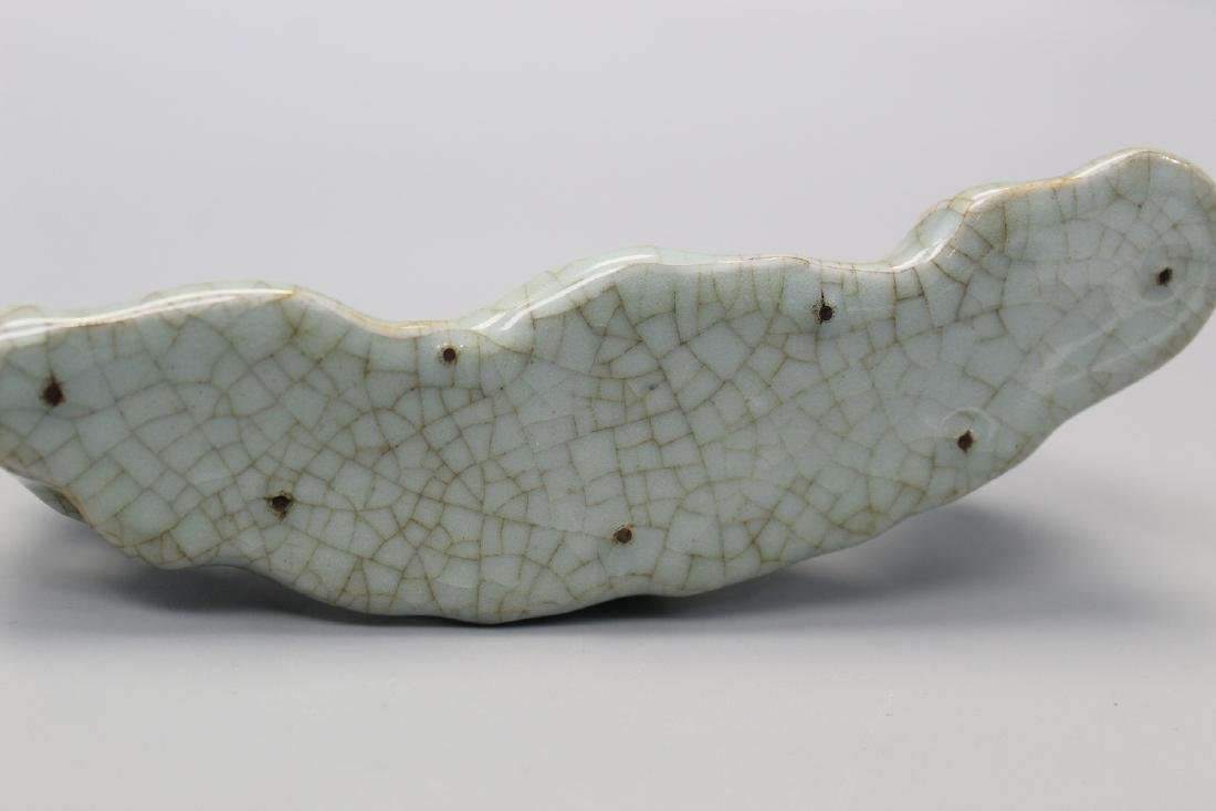 Chinese celadon crackle glaze porcelain brush holder. - 2