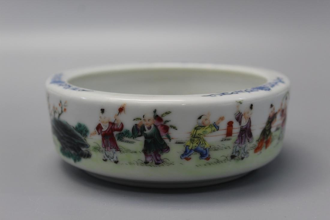 Chinese famille rose porcelain planter.
