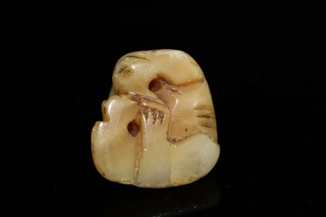 Japanese carved jade netsuke of a dog. - 2