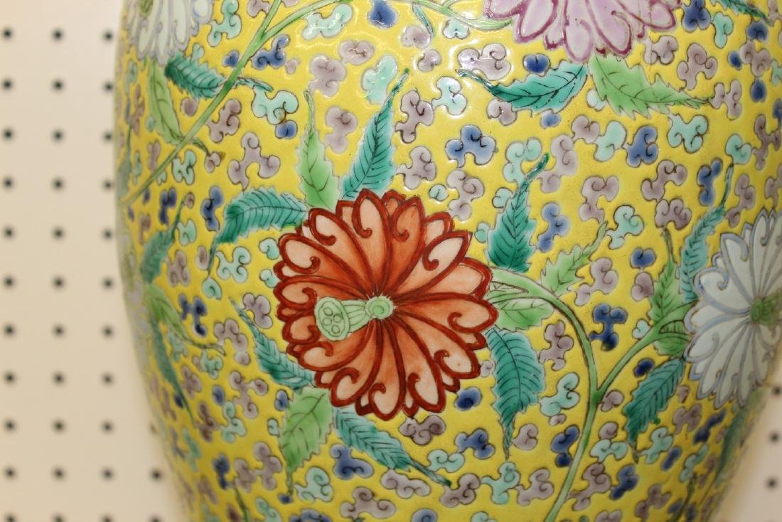 Big Chinese famille rose porcelain vase. - 2
