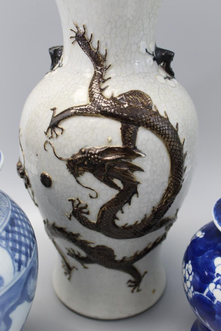 Three Chinese porcelain vases. - 2