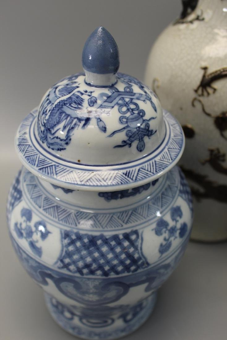Three Chinese porcelain vases. - 3