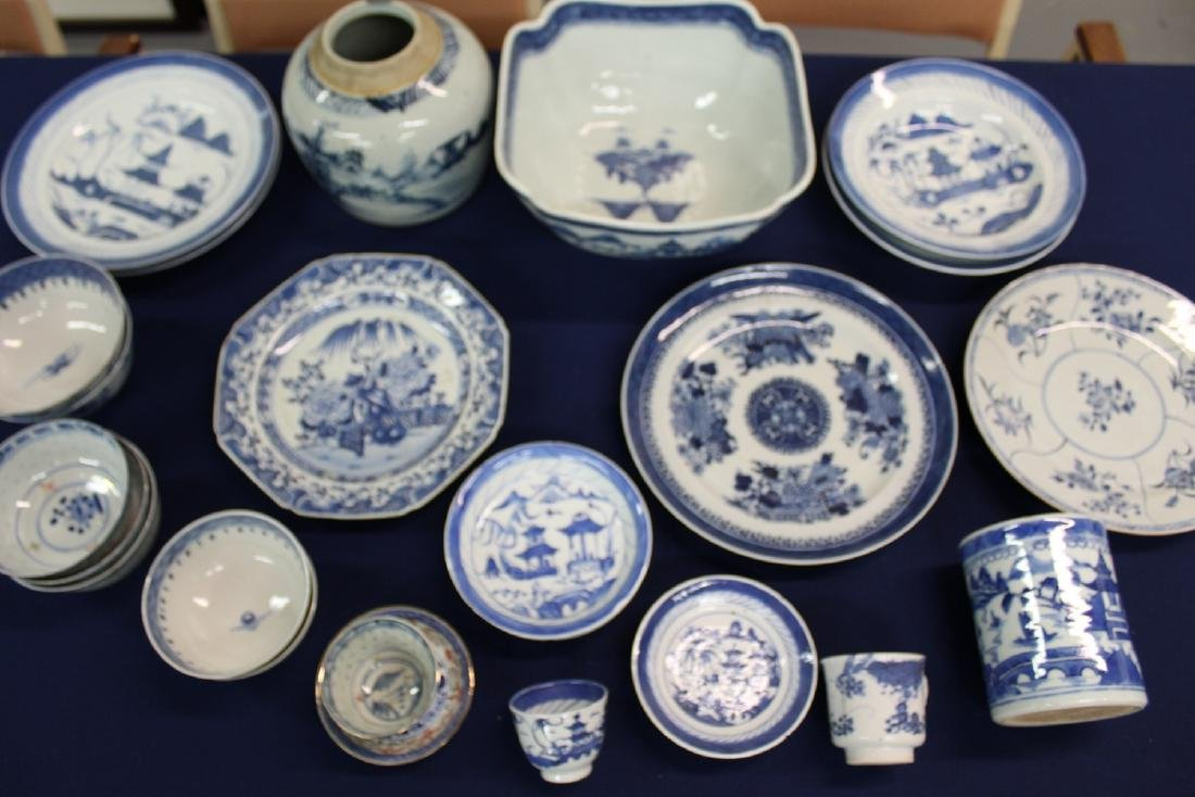 Group of Chinese export blue and white porcelains.