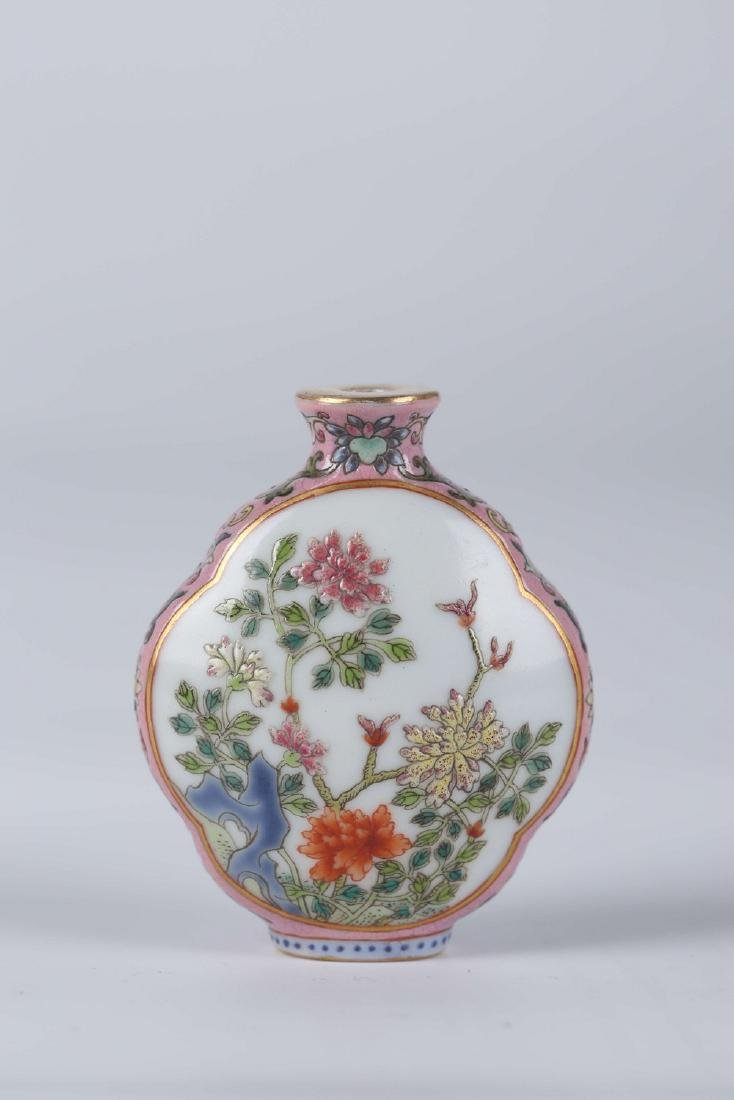 Chinese famille rose porcelain snuff bottle, Qianlong