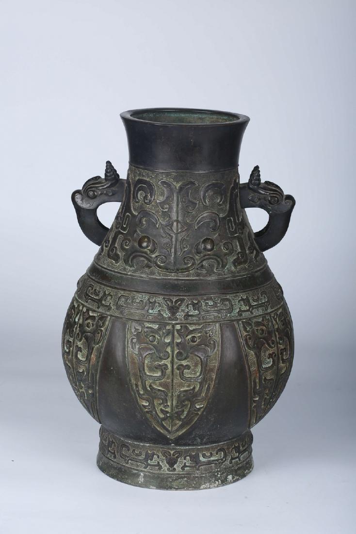 Chinese bronze vase.