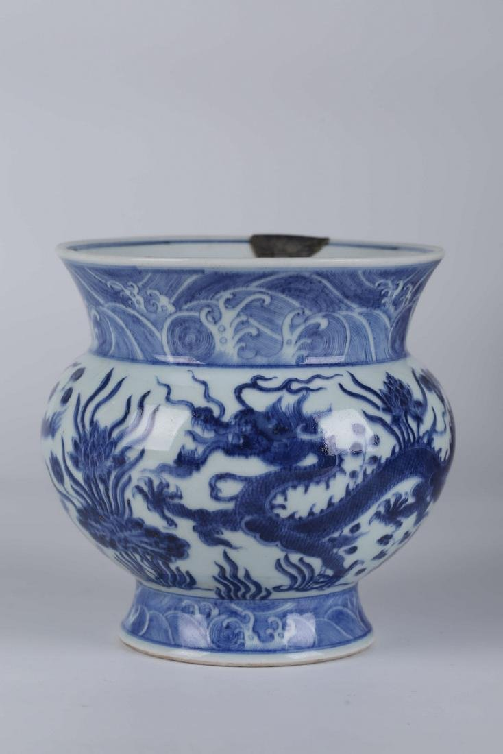 Chines blue and white porcelain vase, Yongzheng mark.