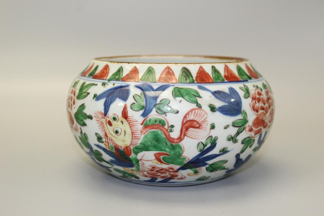 Chinese wucai porcelain washer, Ming Dynasty.
