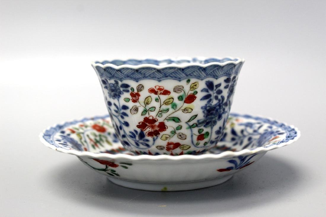 Chinese wucai blue and white porcelain cup