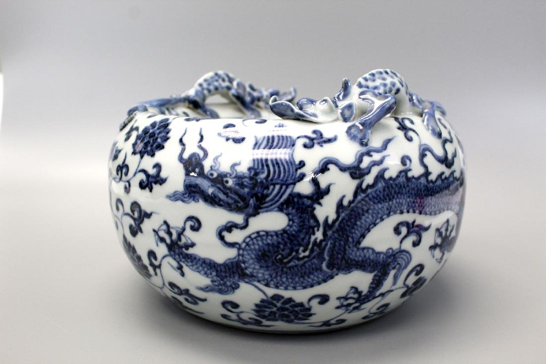 Chinese blue and white porcelain brush washer,