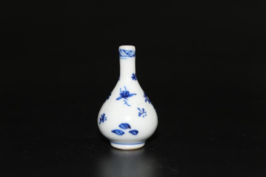 Chinese blue and white miniature vase - 2