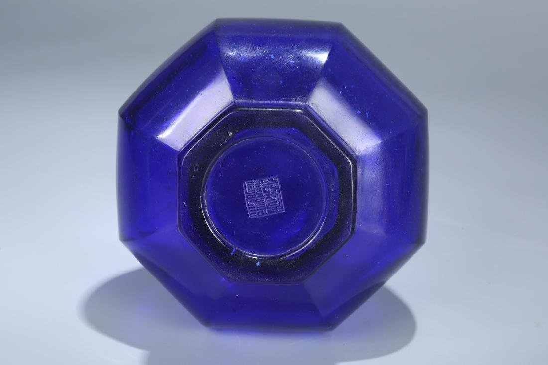 Chinese Peking glass vase, Qianlong mark. - 6