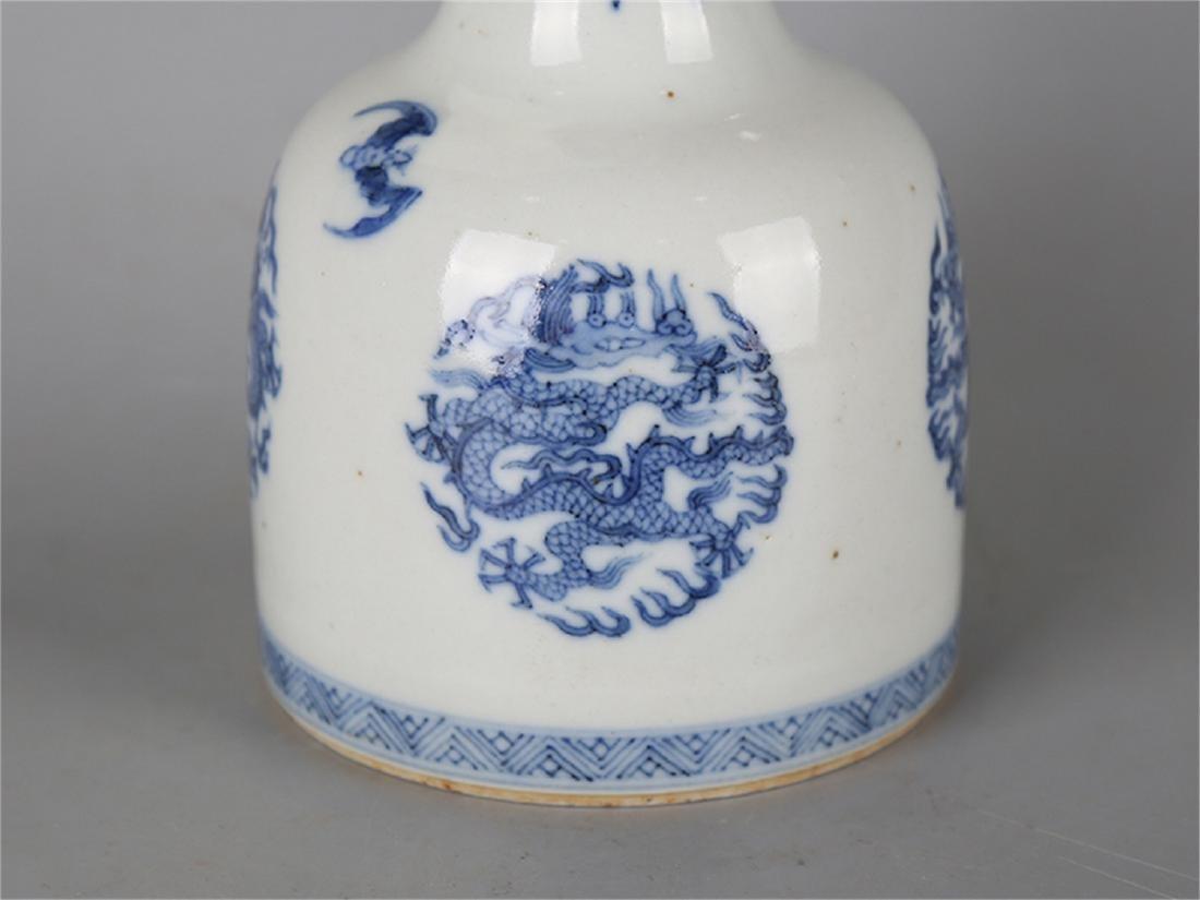 Chinese blue and white porcelain vase, Qianlong mark. - 2