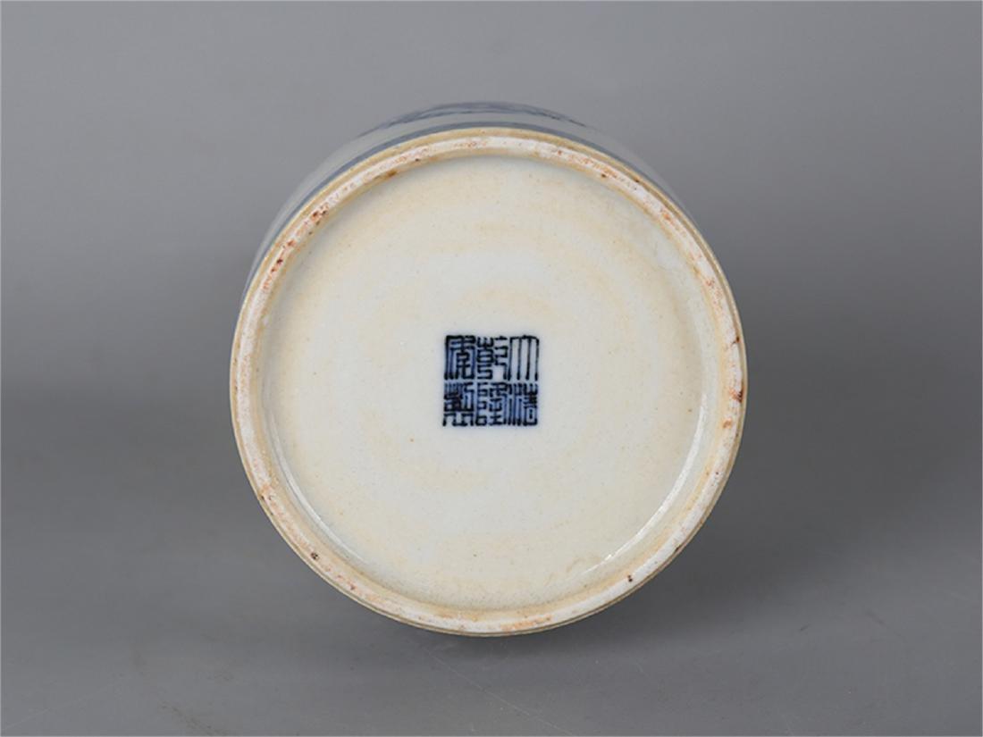Chinese blue and white porcelain vase, Qianlong mark. - 4