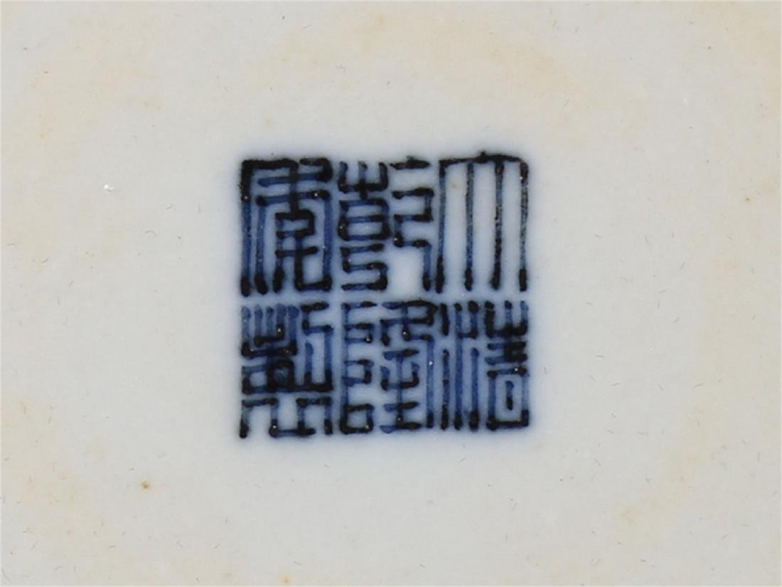 Chinese blue and white porcelain vase, Qianlong mark. - 5