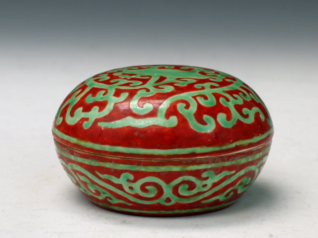 Chinese Green and Red Glazed Porcelain Box, Ming Mark.